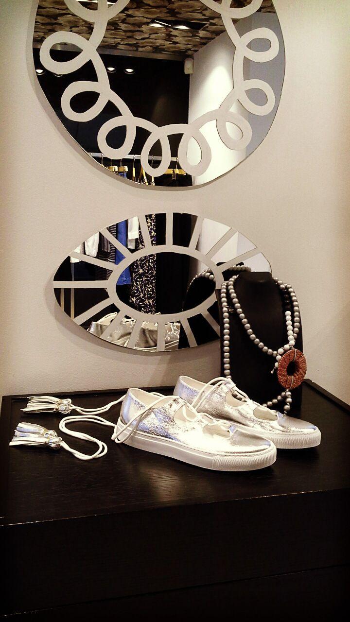 Geelist Window Front: Silver shoes from L'autre Chose!