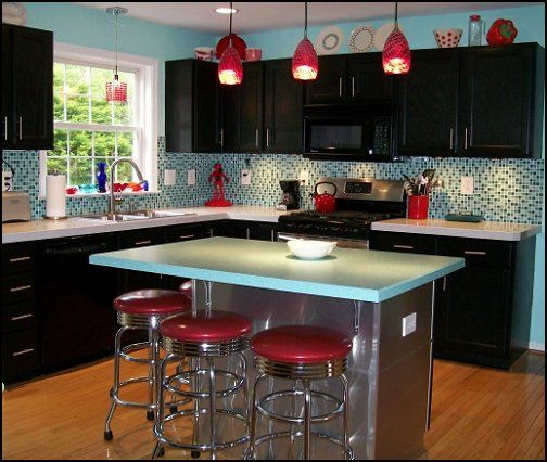 classic diner decor modernretrodinerkitchen modernretro - Kitchen Ideas With Black Cabinets