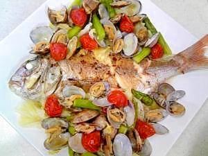 楽天が運営する楽天レシピ。ユーザーさんが投稿した「簡単に 豪華なアクアパッツァ」のレシピページです。野菜もたくさん食べられます!。アクアパッツァ。鯛(切り身でもOK),あさり,キャベツ,アスパラ,ミニトマト,にんにく,オリーブオイル,水,塩,こしょう