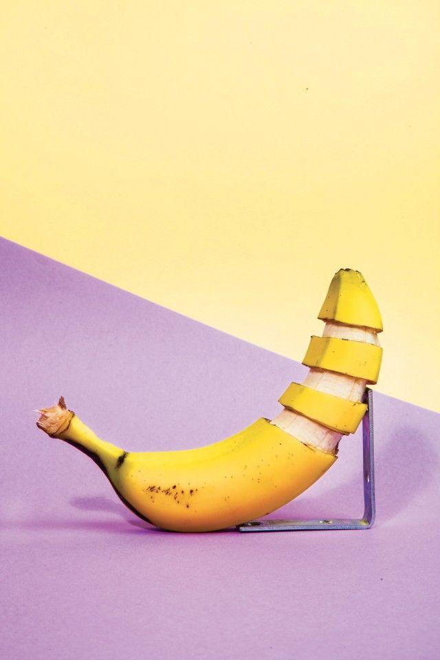 Bananas with peel cutted ~~~ Banane avec peau découpée ~~~ #yellow #fruit  #jaune ~~~ Source : Felipe Barbosa & Rafael Medeiros for Fricote ~~~ Piu Design