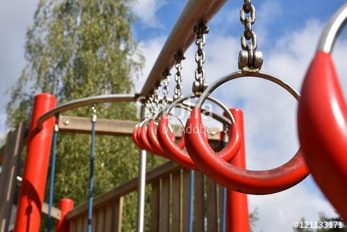 Kletterspaß auf dem Spielplatz