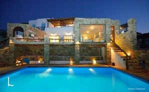 Located on the most panoramic spot of Mykonos, the Villa Kassandra offers to the guests a chance to experience all the highlights of this beautiful island.