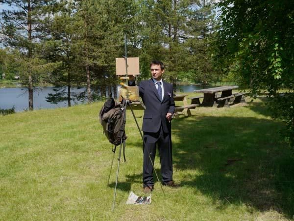 Plein Air Painting at the wedding? Marc Dalessio, elegantly dressed for plein air painting