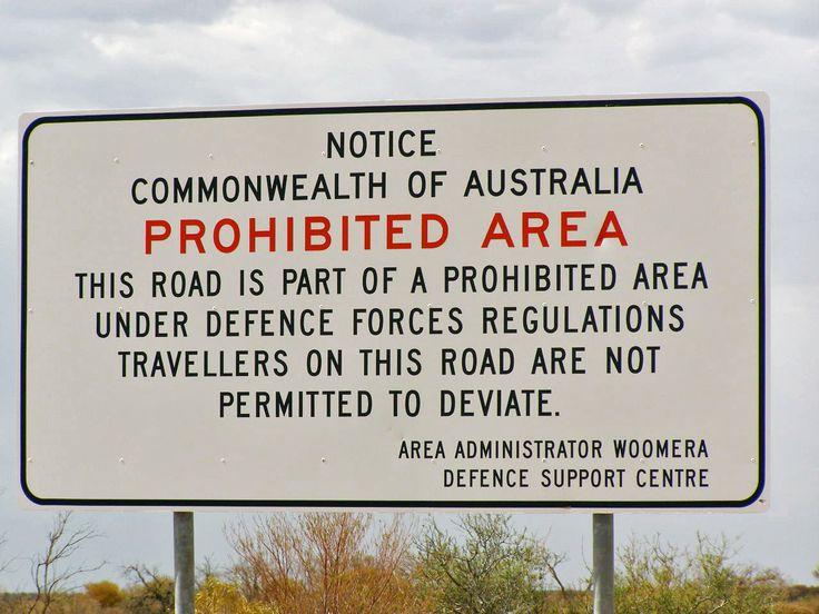 Traversée du continent : Missiles, zones interdites et bris mécaniques. Zone prohibée. Woomera. Traversée du continent en famille, en motorhome. www.lagrandederoute.com Australie