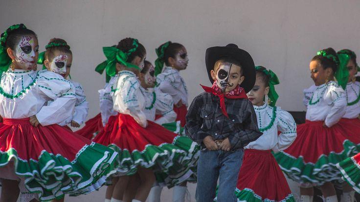 NeoMexicanismos - seanhigby:Dia De Los Muertos // La Placita Olvera, Los Angeles, CA - 2 November 2014