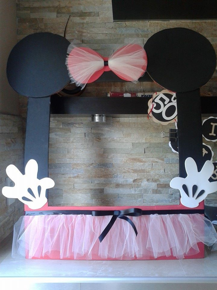 Minnie Mouse frame photo booth, 100% handmade con Eva Foam, ribbon and tulle. Lindas y Divertidas fotos en tu birthday. Only Maris Crafting.$49.99 tel: (305) 767 9417 https://www.facebook.com/mariscrafting