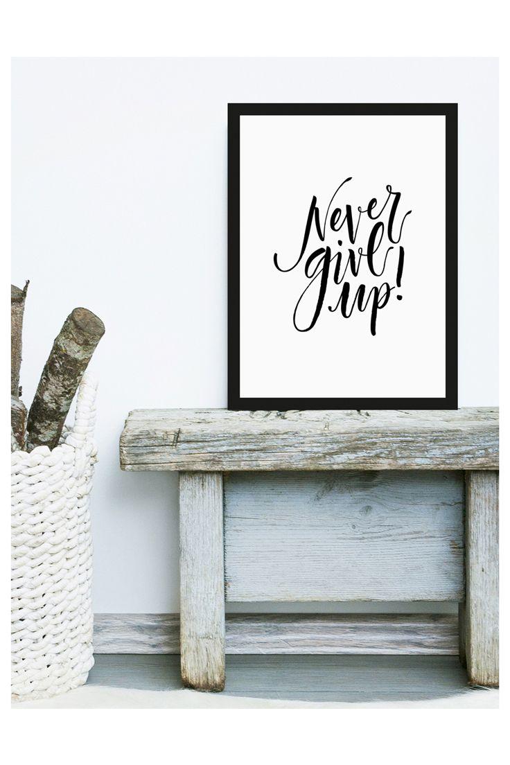 Never Give Up - Of course not! Motiviert EUch selbst mit diesem coolen Art Print. Ob als Wanddeko oder einfach lässig auf einer Bank gelehnt, der gerahmte Digitaldruck in schwarz weiß macht Laune und einen coolen Look! // Letter Art Prints Typographie Buchstaben Wanddeko Bild Wandbild Rahmen Schwarz Weiß Quotes Sprüche Zitate