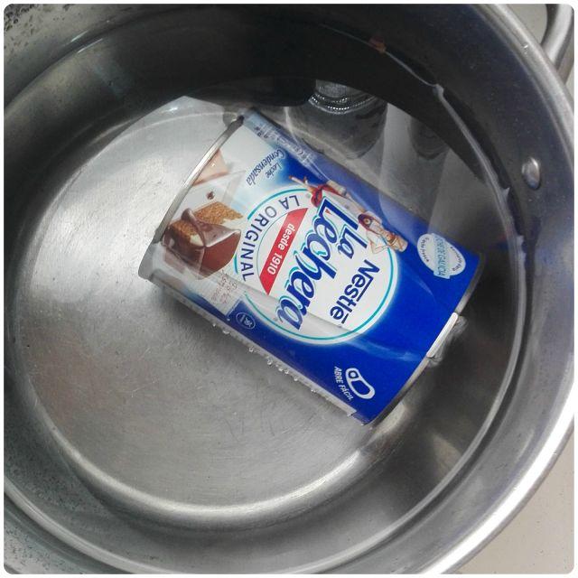 Una lata de leche condensada, agua y una olla exprés es todo lo que necesitas para hacer dulce de leche. Te explican el proceso desde el blog MI ADORABLE COCINA.
