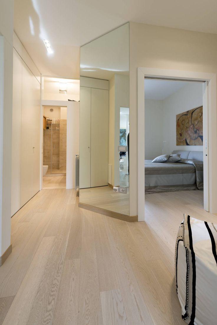 Ristrutturazione di un'abitazione privata, 2011-2012. : Ingresso, Corridoio & Scale in stile moderno di Officina29_ARCHITETTI