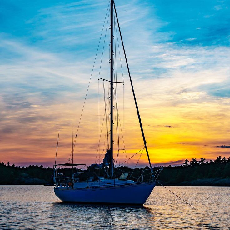Give yourself the #freedom to make it an #adventure and go ever upward.  www.SailChecker.com #sailing #sailboat #sailingstagram #sailinglife #life #lifestyle #sunsetlovers #sunset #boat #sundayfeels #sunday