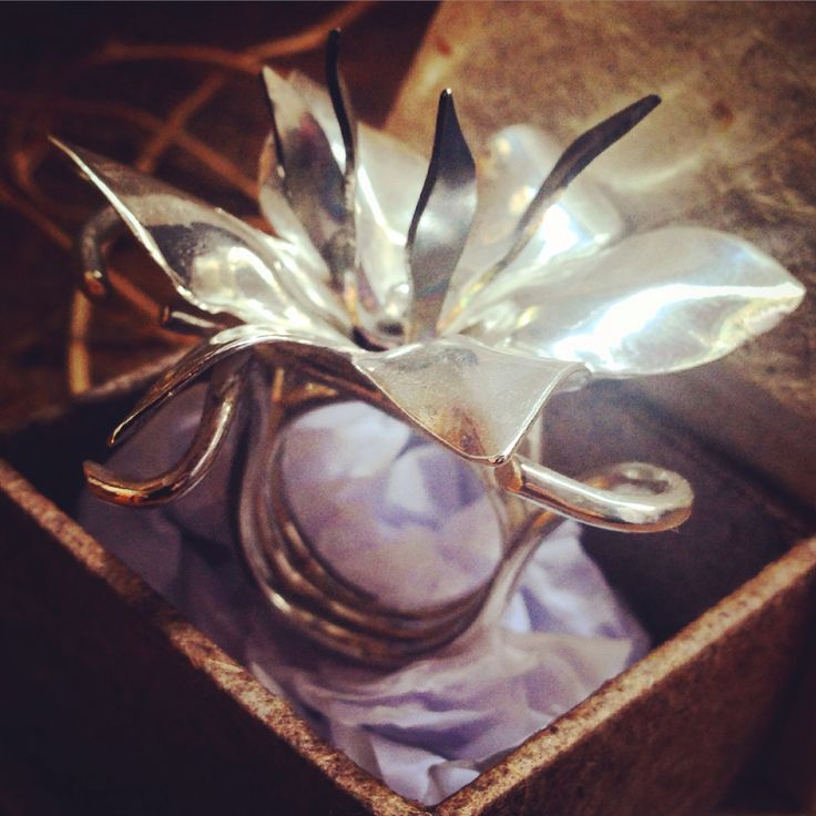 Anel Forty-Seven em prata e titanio. Ring Forty-Seven, silver and titanium. Monica Severo Contemporary Jewelry. Fold-forming/ organic metal