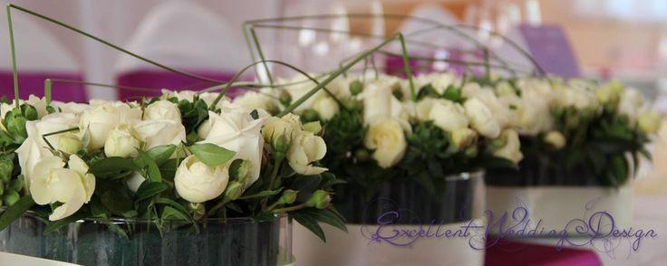 Fehér és ekrü-esküvői dekoráció-főasztaldísz