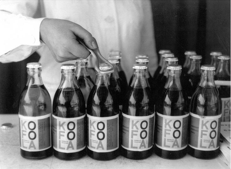 Tak vypadaly první lahve Kofoly expedované v roce 1960 z pražských Holešovic.
