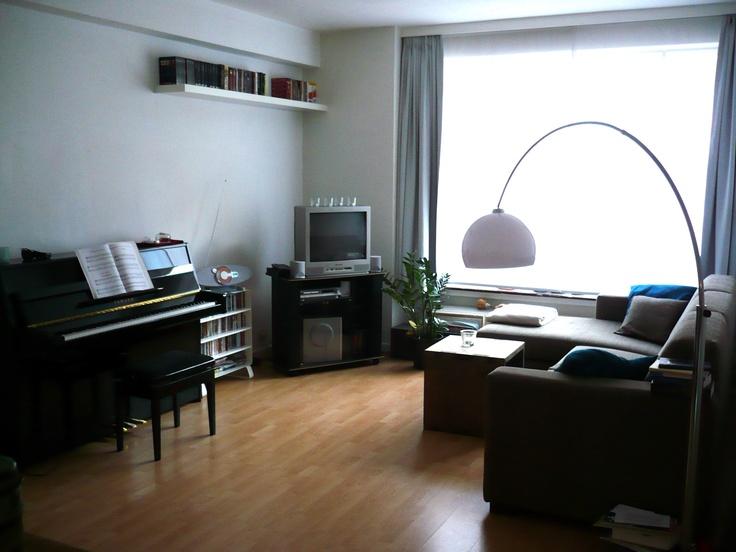De lamp.  Google Afbeeldingen resultaat voor http://cityplus.be/wp-content/uploads/2009/11/LANGE-LEEMSTRAAT-40-V2-woonkamer.jpg