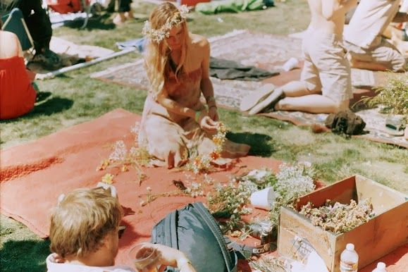 60lar ve Türkiye'de Hippi Modası #hippie #fashion #60s http://issuu.com/womendergisi/docs/women_temmuz_2013_say__s__/16