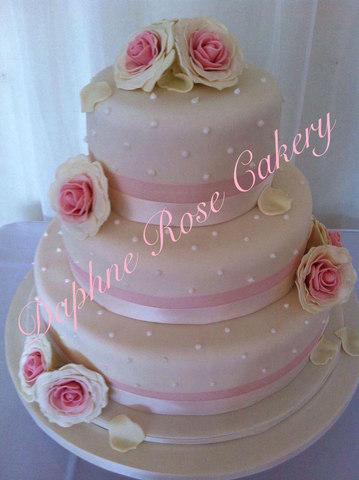 #hmadmade #roses #sugarroses #weddingcake  email drcakery@gmail.com based in Dartford, Kent, UK
