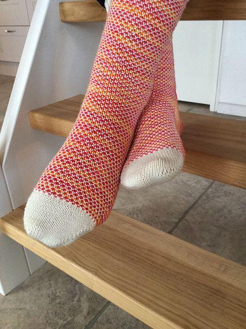 Ravelry: joerka's Broken Seed Stitch Socks - free pattern