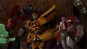 "tumblr_mr3vm14jD01scdrr3o4_400.gif (300×169) Love how Ratchet is like ""hwha- oh bee- ohh..need hugs?"" Optimus is like ""Son? Son are you alright? Son plz idk what to do""<<<Dad it's Monday what you expect?"