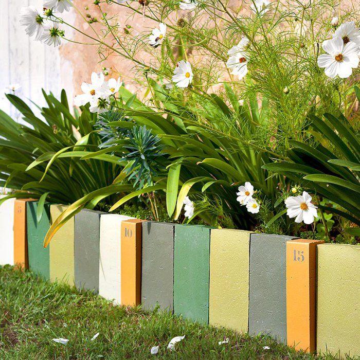 Des bordures de briques colorées dans le jardin