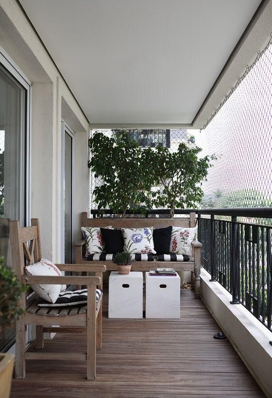 Para varandas de espaço pequeno. I like this for small balconies.