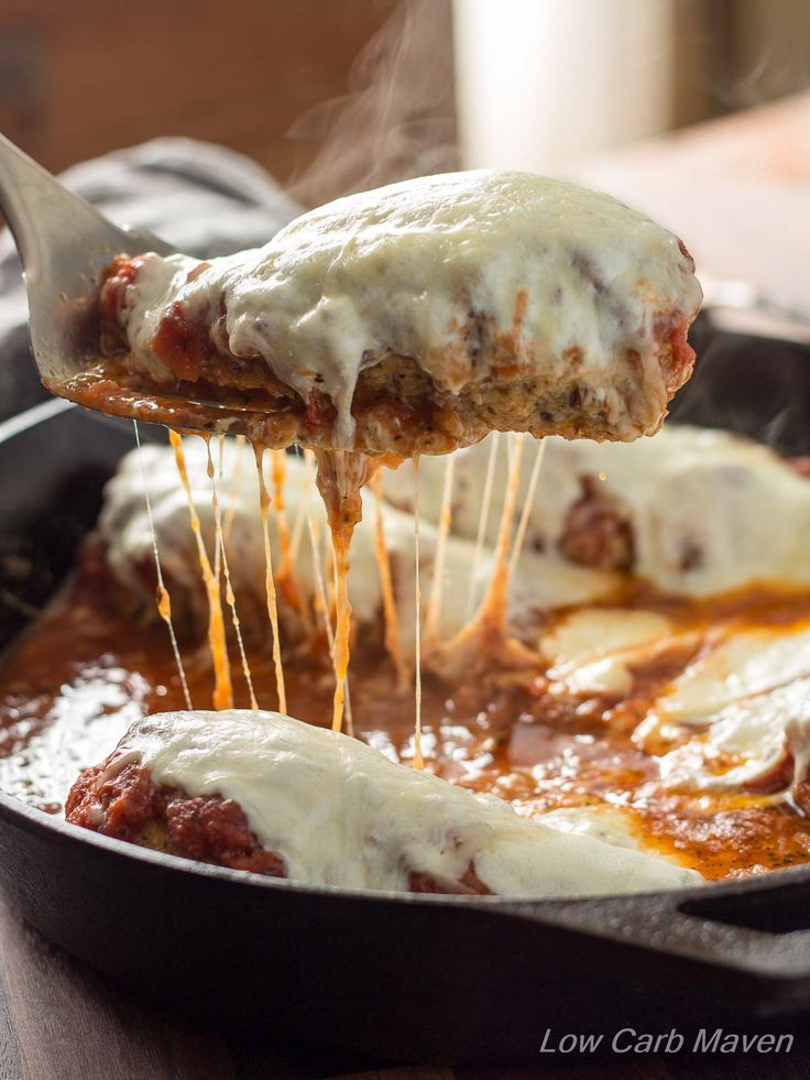 Low Carb Skillet Chicken Parmesan has an amazing crispy crust! | low carb, gluten-free, keto, thm | lowcarbmaven.com