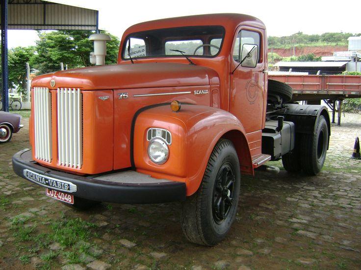 Scania Vabis L75. Esse modelo começou a ser produzido no Brasil em 1958.