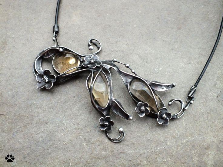 Sunny day - variabilní šperk s citríny SLEVA Sunny day - variabilní šperk s pravými citríny SLEVA z 649,- Autorský náhrdelník - vyroben z cínu, drátu a pravých citrínů. Šperk lze nosit zavěšený na více způsobů - vodorovně,svisle,šikmo či vzhůru nohama. Toto umožňují odepínatelné cínované háčky, které lze ke šperku připnout na pěti až šesti místech tak, aby ...