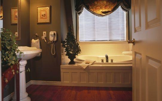 En-suite Bathroom - Salt Spring Island Suite