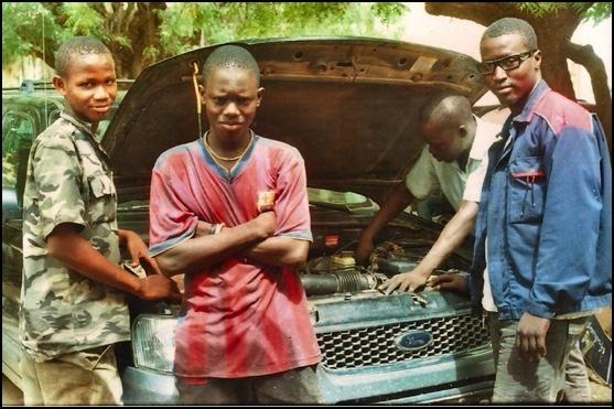 Conseguir una bomba de presión para un mecánico de la Región de Kaolack (Senegal) Un mecánico de Kaolack que ha estado 6 años de aprendiz, y posteriormente 5 años como ayudante de mecánico. Solicita fondos para adquirir una bomba de presión que le permita darle más independencia en su nuevo proyecto. Actualmente tiene un pequeño garaje, con los materiales que ha podido comprar con una ayuda que ha tenido. Conseguido!!!  www.armony.org