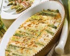 Gratin aux poireaux et saumon : http://www.cuisineaz.com/recettes/gratin-aux-poireaux-et-saumon-47826.aspx