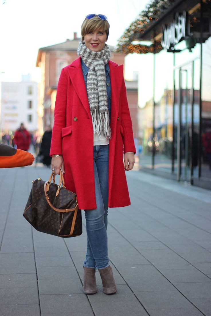 Can't help - I love jeans.... and red coats... <3