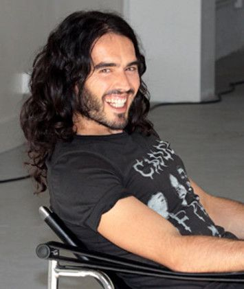 There are very few people in Hollywood that I truly have an combined affinity for not only their talent, but their humor, wit, intelligence, and sincerity and Russell Brand is one of them! He is so incredibly introspective and smart but its laced in humor and many people don't see it. Like I said, people that do are my people <3 I love love love him <3