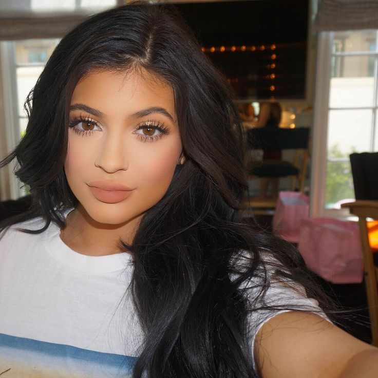 The Crazy Story of How Kylie Jenner's Makeup Artist Came to Be Kylie Jenner's…