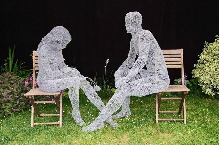 Escultura de alambre por el artista británico Derek Kinzett