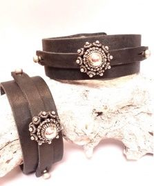 Leather cuff with vintage jewelry accent, Zeeuws knopje - armband