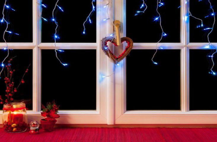 Adornos en tu jardín, una corona en tu puerta y luces en tus ventanas, esta #Navidad tus invitados sentirán el espíritu de las fiestas incluso antes de entrar en tu casa 😉. #Decora el exterior de tu #hogar con estos #consejos de nuestro #blog 🎉 #DIY 🎅 #tanfácilquenotelocrees