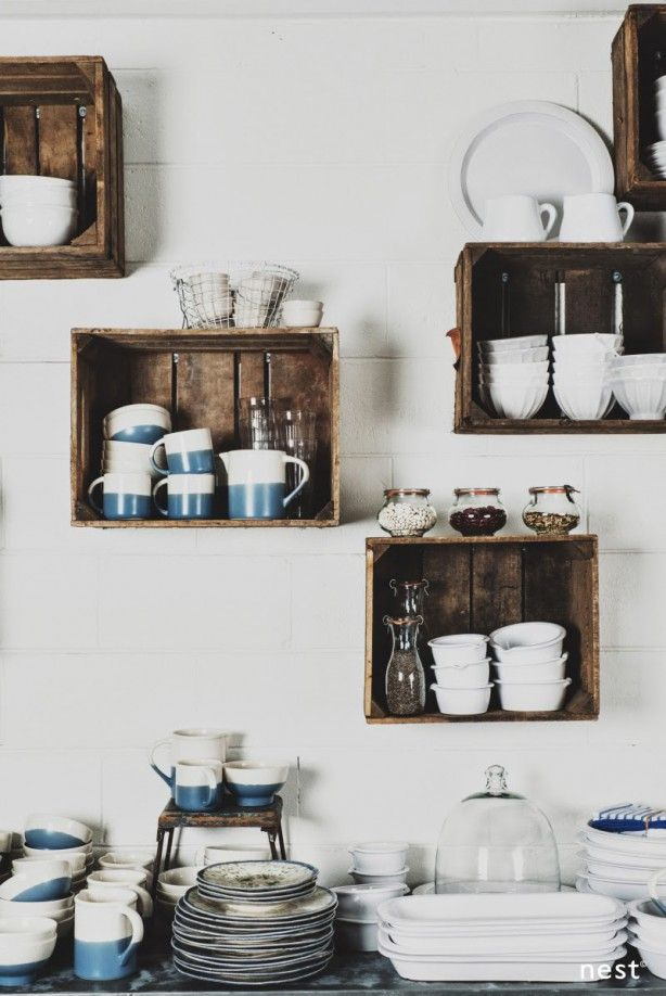 Kistjes / kratjes voor aan de keukenmuur in plaats van kastjes