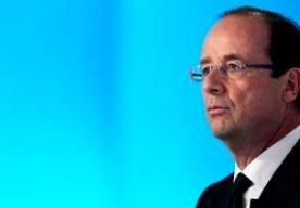 26-May-2013 20:17 - HOLLANDE:GEEN LINK AANSLAG LONDEN. De Franse president Hollande zegt dat er vooralsnog geen verband lijkt te zijn tussen de aanslag op een militair in Parijs en die op een militair in Londen, enkele dagen eerder. Maar alle hypotheses worden onderzocht, zei Hollande in Ethiopië, waar hij op bezoek is. De 23-jarige militair werd van achteren in zijn nek gestoken toen hij in een groep militairen, in uniform en gewapend, op patrouille was in de metro in de wijk La...