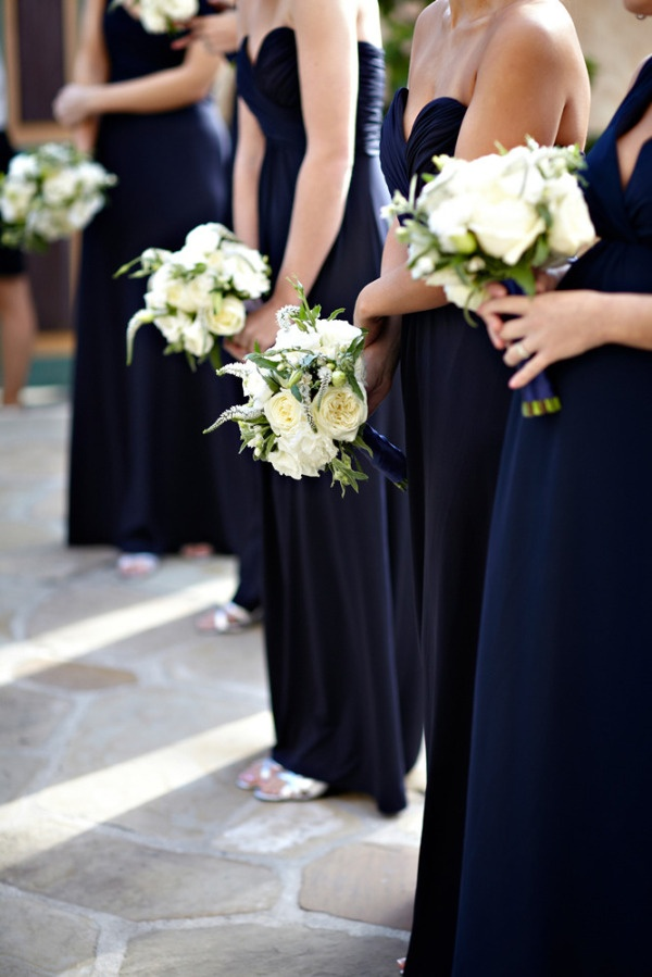 LOVE this the dark dresses (navy) with the light flowers (white)! So going to do this but with black dresses, cream roses and RED shoes ;-)