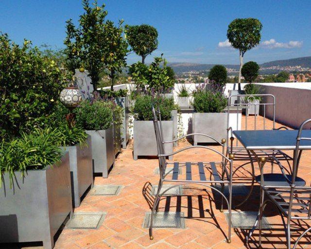 terrasse avec mobilier en métal