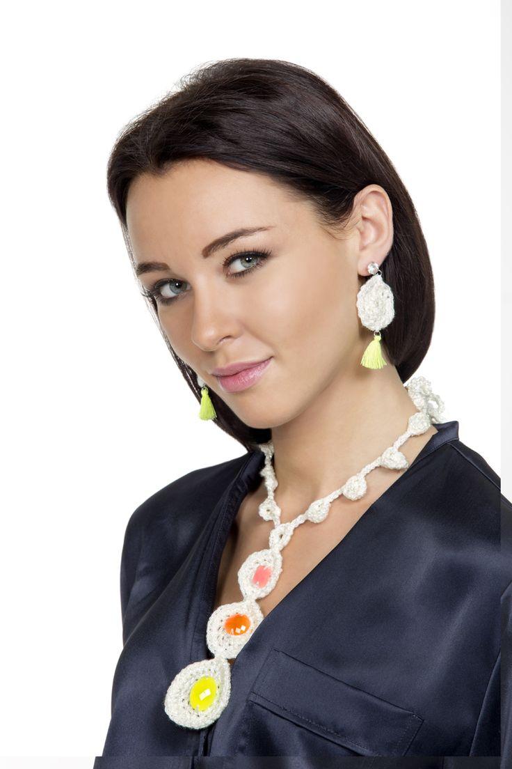 Gioiello Primavera - #bijoux and #accessories #mondial #yarns #white #yellow #orange #pink #colorpower #earrings #nappine #necklace #springsummer #magazine #filatimondial #lanemondial