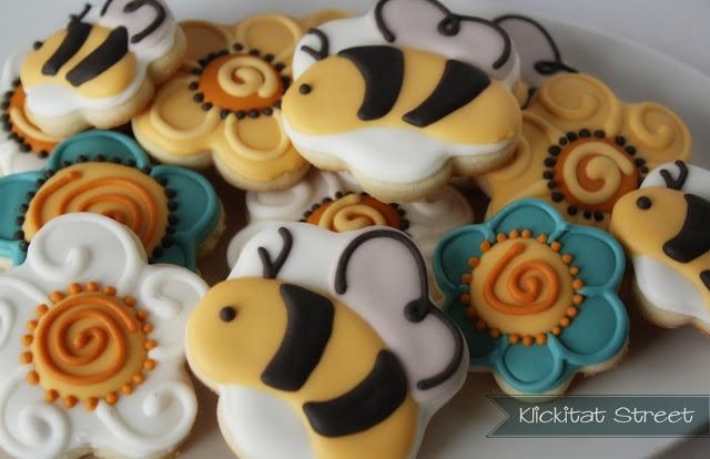 ape biscotti di zucchero utilizzando formine per biscotti di fiori