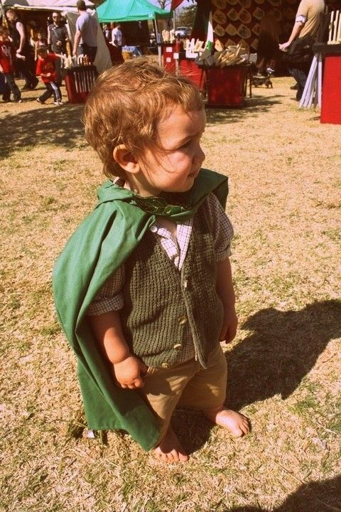 OMG a little hobbit costume! I'm dressing my child up as this someday.