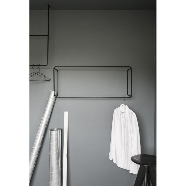 Rail Wall klädhängare från Anna Leena Design, formgiven av Anna Leino Karlsson. En pulverlackerad sv...