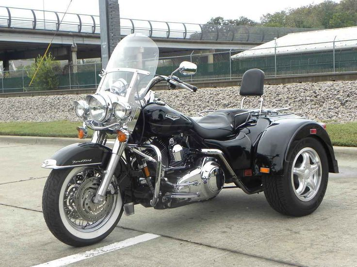 Used 2007 Harley-Davidson Road King Lehman Trike Motorcycles For Sale in Texas,TX. Come make a deal on this beautiful Road King Trike. It's a Lehman trike and the bike has 13,862 miles. Steering stabilizer makes her handle like a breeze! Good rubber. Runs excellent! No dings, dents,etc... Come and see!Clean clear title on all of our bikes. Come see her at 200 E. Clarendon Dr. Dallas, Texas 75203. Call me at 214-943-7447 or on my cell at 817-291-9434. We accept all major cr cards.(fees apply)…