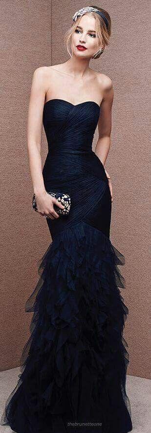 Hermoso vestido negro  Me alegro que yo no soy la única que se confunde en los  colores lol ; )