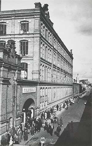 Tampereen Finlaysonin portti 1930-luvulla. MV.
