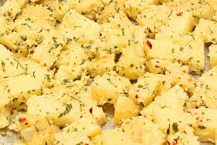 batatinhas assadas com queijo e salsa