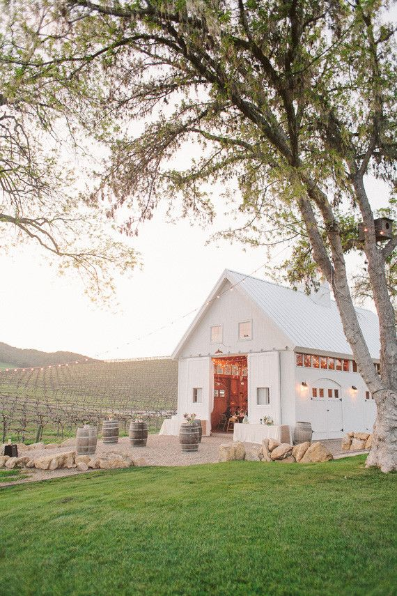 Hammersky Vineyards barn wedding venue, cozy & a few hours north of LA