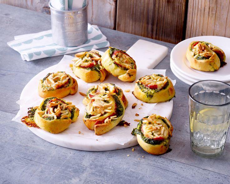 Spinat-Salami-Schnecken mit Raclette-Käse, ein beliebtes Rezept aus der Kategorie Fingerfood. Bewertungen: 2. Durchschnitt: Ø 2,8.